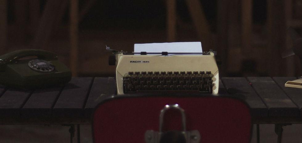 máquina de escribir currículum vitae moderno