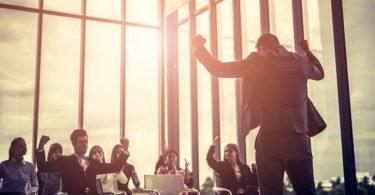 Las 21 leyes fundamentales del liderazgo ayudan a conseguirlo.